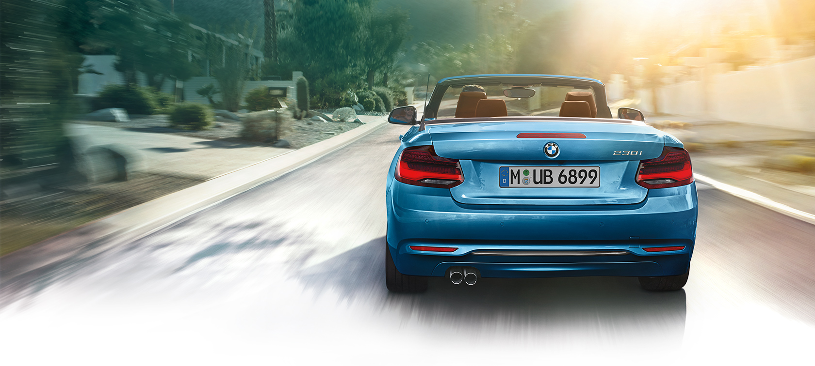 BMW 2-Series Convertible blue: vacation mode