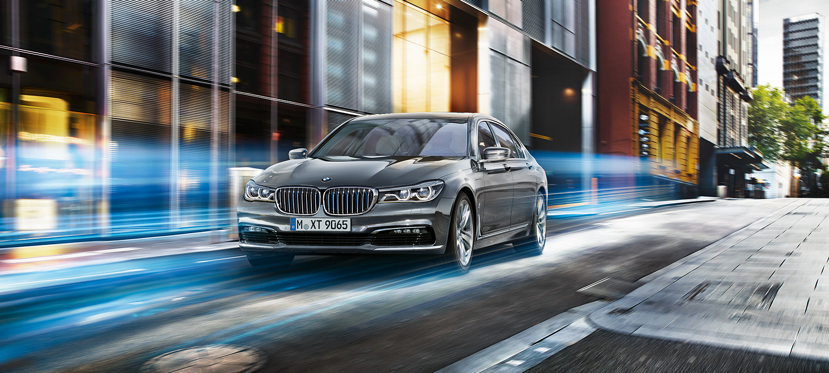 BMW 7-Series Sedan edrive: black on city streets