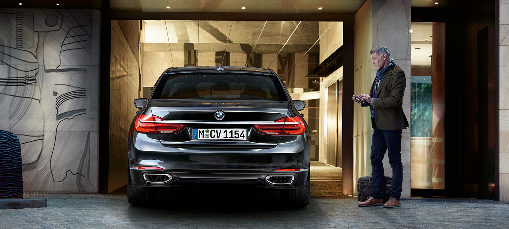 BMW 7-Series Sedan back view: opening car