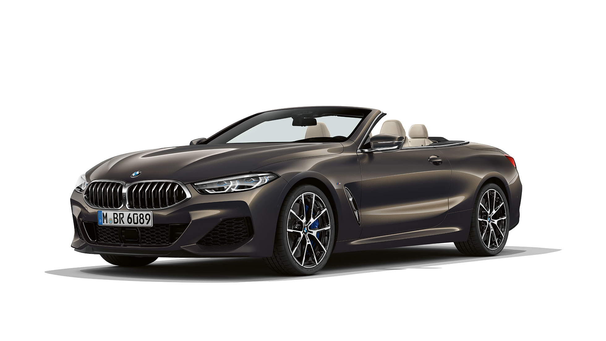 BMW M850i xDrive, Dravit Grey metallic, three-quarter view front.