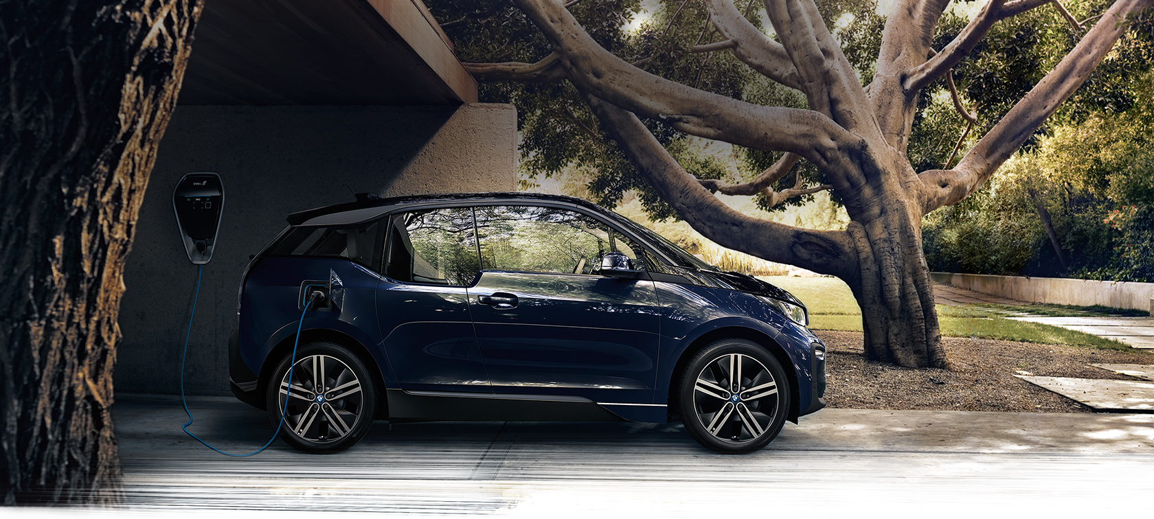 BMW i-series i3 dark blue: side view
