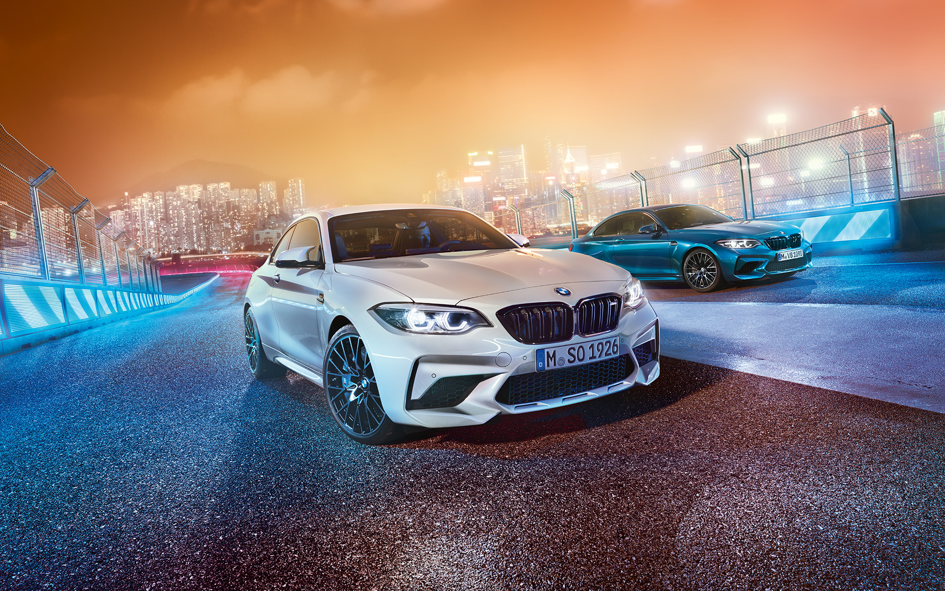 New BMW M2 Coupe in metallic and bright blue: city lights