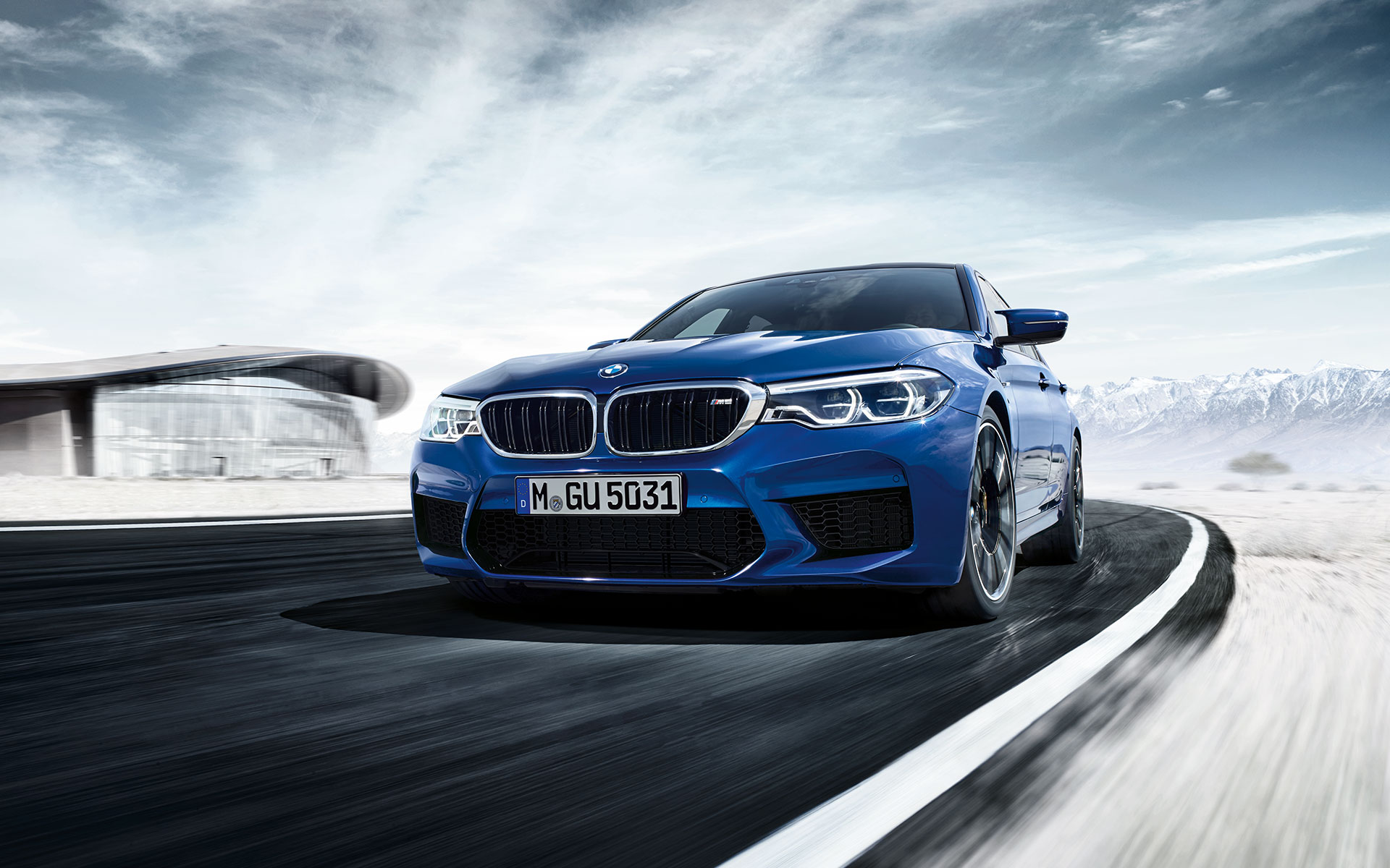 New BMW M-Series M5 Sedan bue: racing on the snow