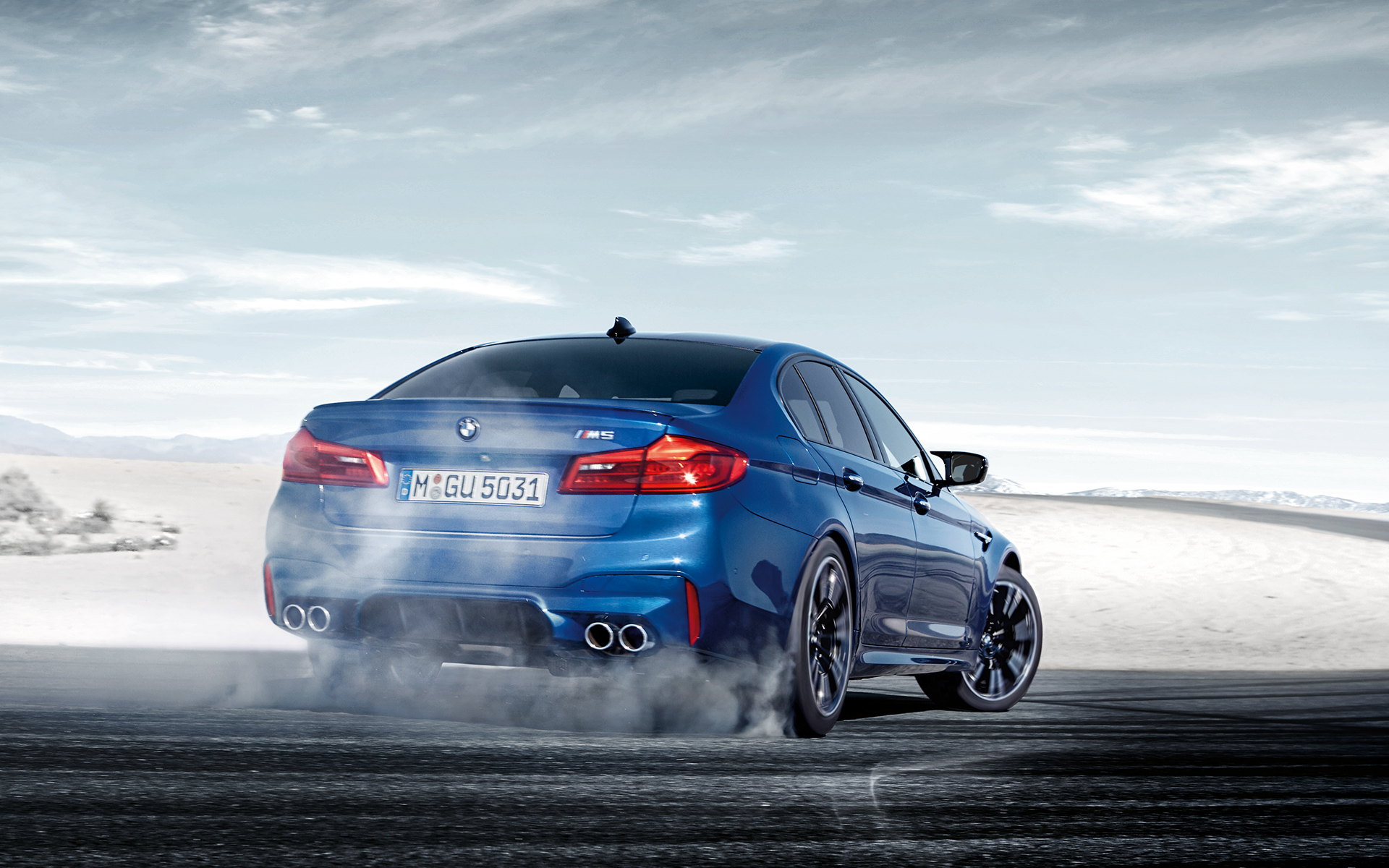 BMW M-Series M5 Sedan in blue: drifting on the snow