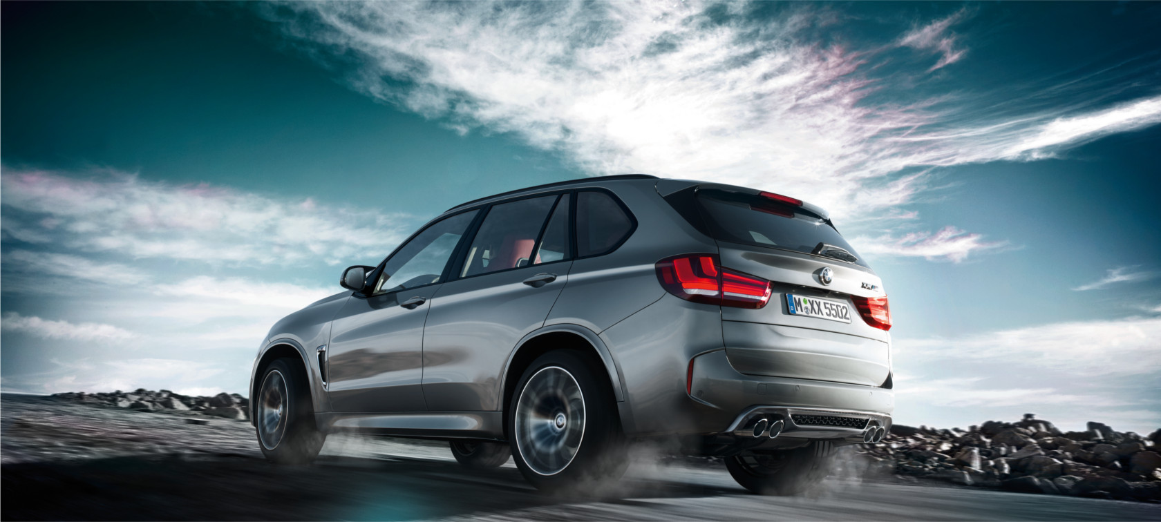 BMW M-Series X5 M metallic: rear view motion