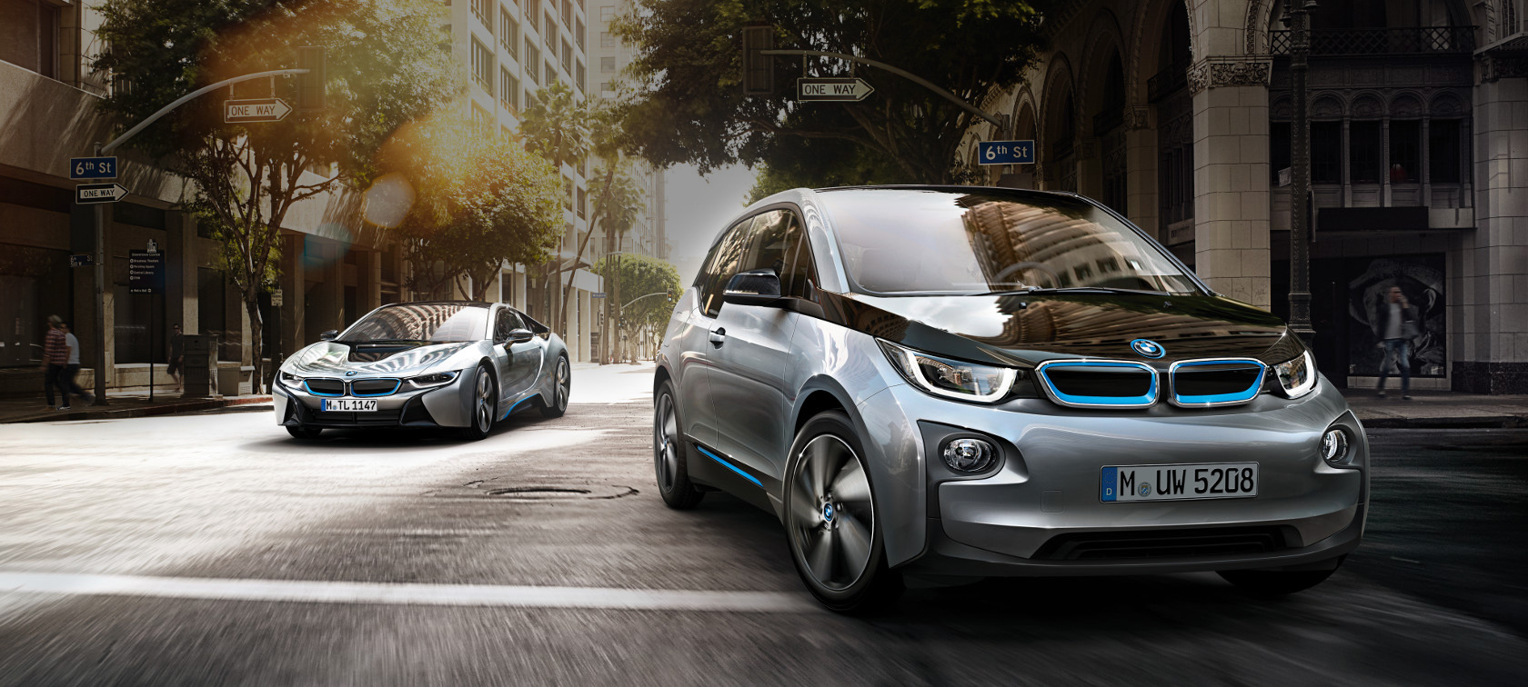 BMW i8 twin cars: metallic main color with blue accents