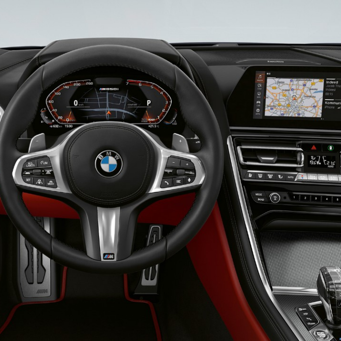BMW M850i xDrive, Carbon Black metallic, Cockpit with M leather steering wheel.