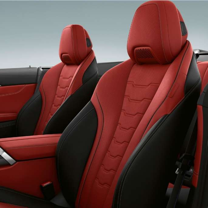 BMW M850i xDrive, Carbon Black metallic, BMW Individual extended leather upholstery in Merino Fiona Red/Black.